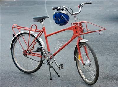 Australia Post upcycles 'postie pushbikes' for asylum seeker charities
